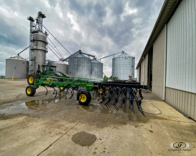Cleaning field cultivator - Gingerich Farms